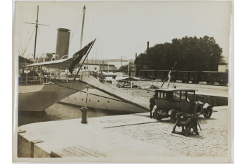 Le bassin des yachts, Deauville (Calvados). / Collections Roger-Viollet / BHVP